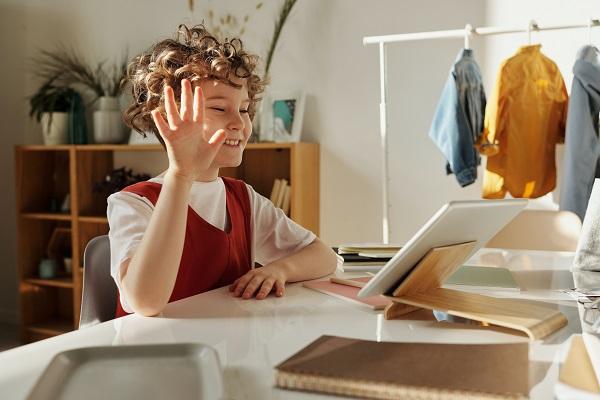 Während Pandemie Endgeräte für Kinder zum E-Learning bereitstellen